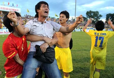 HLV Nguyen Huu Thang truong thanh tu su hy sinh cua me hinh anh 2