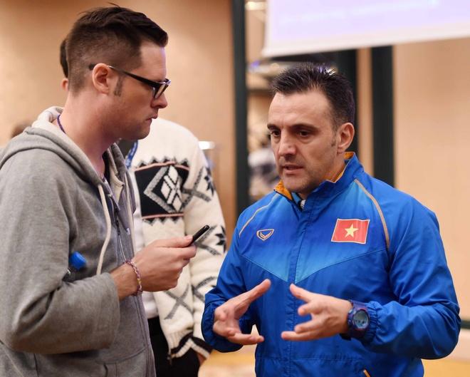 HLV Bruno: 'Futsal VN muon tao dia chan truoc Iran' hinh anh 1
