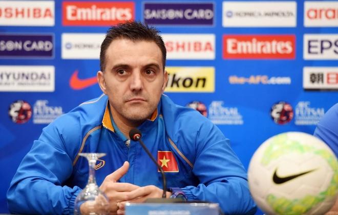 HLV Bruno: 'Futsal VN muon tao dia chan truoc Iran' hinh anh