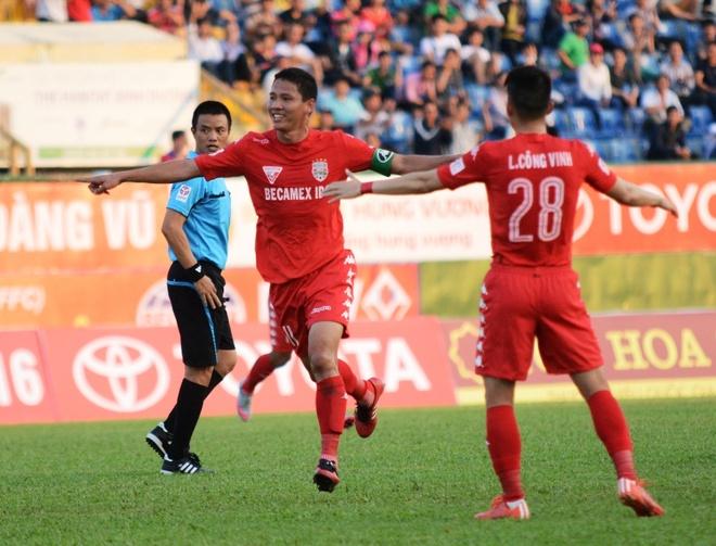 QBV Anh Duc giup B.Binh Duong thang tran dau V.League hinh anh