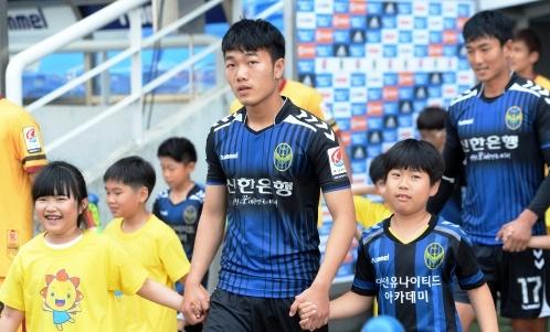 Xuan Truong ngac nhien vi duoc da chinh o K.League hinh anh