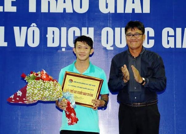 Dong doi cu cua Cong Phuong nhan giai vua pha luoi futsal hinh anh