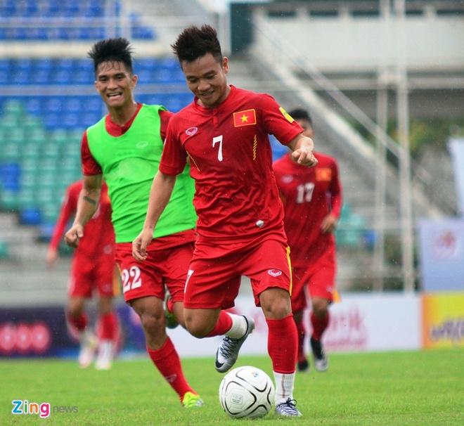 Cong Phuong kho thi dau, tuyen Viet Nam tap da penalty hinh anh 2