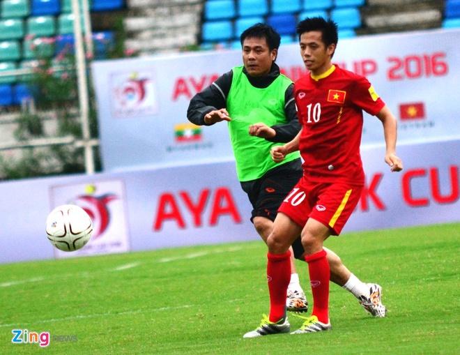 Cong Phuong kho thi dau, tuyen Viet Nam tap da penalty hinh anh 4