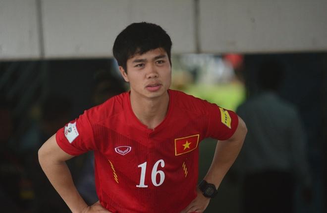 Cong Phuong kho thi dau, tuyen Viet Nam tap da penalty hinh anh
