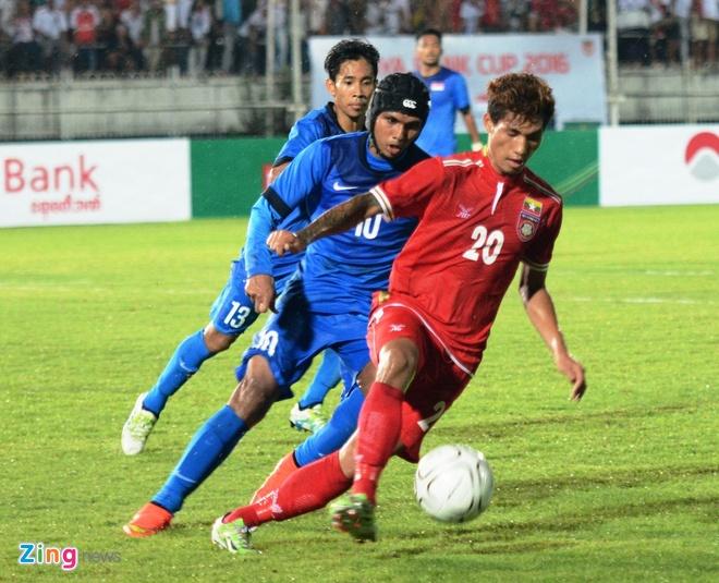 Tuyen Viet Nam gap Singapore o giai tu hung anh 1