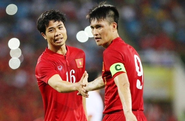 Viet Nam vs Hong Kong: Vang Cong Phuong, co Cong Vinh hinh anh