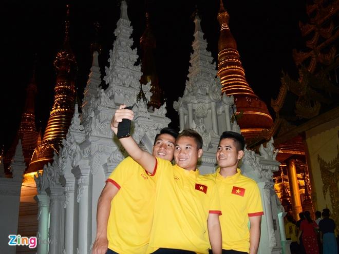 Tuyen thu Viet Nam hao hung tham chua vang Shwedagon hinh anh 2