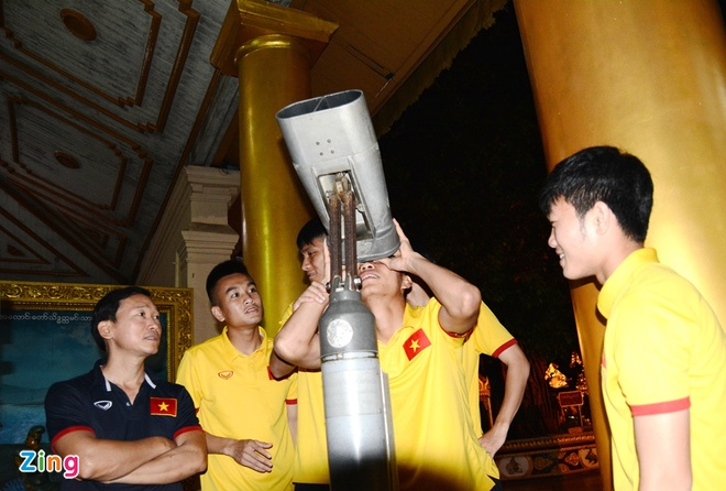 Tuyen thu Viet Nam hao hung tham chua vang Shwedagon hinh anh 3
