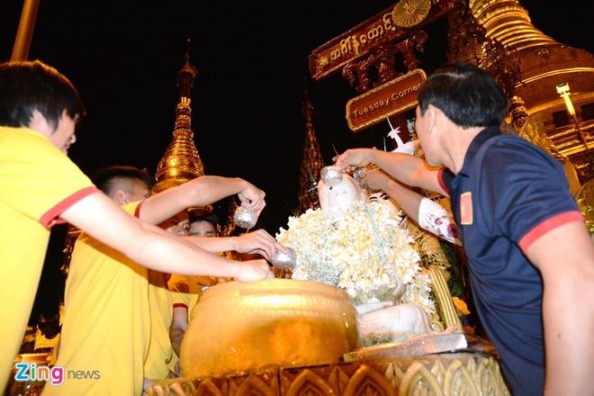 Tuyen thu Viet Nam hao hung tham chua vang Shwedagon hinh anh 4