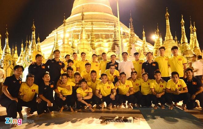 Tuyen thu Viet Nam hao hung tham chua vang Shwedagon hinh anh 1