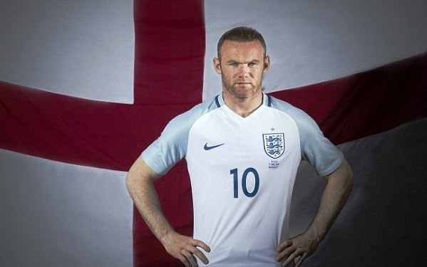 Tuyen Anh voi 'canh bac' Wayne Rooney hinh anh