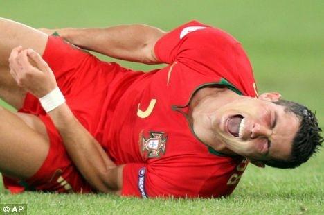 Top 10 pha nga gia vo dinh nhat cua Ronaldo hinh anh