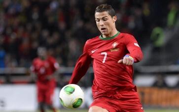 7 khoanh khac dang nho cua Ronaldo cung tuyen Bo Dao Nha hinh anh