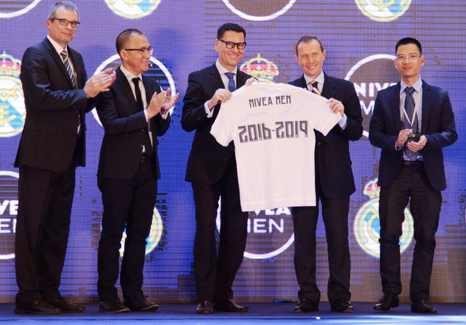 Fan Viet Nam co co hoi sang Benabeu xem Real Madrid thi dau hinh anh