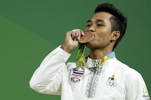 Ba qua doi khi xem chau trai gianh huy chuong Olympic hinh anh