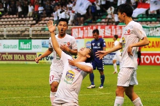 Minh Vuong lap hat-trick giup HAGL danh bai Binh Duong hinh anh