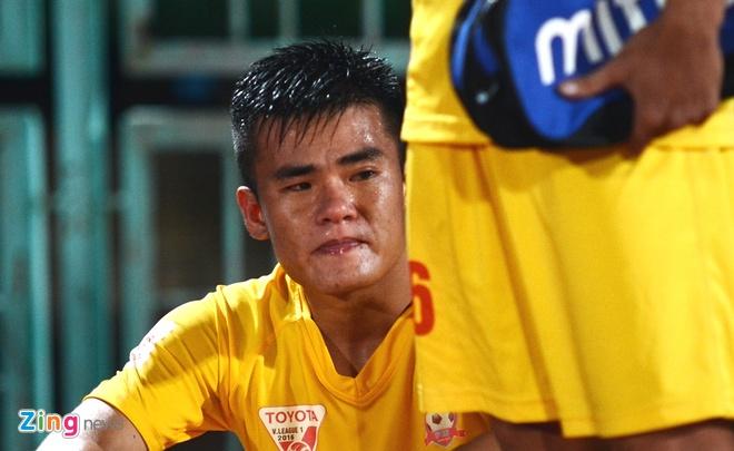Cau thu Hai Phong mung vui roi bat khoc vi mat ngoi dau hinh anh 5