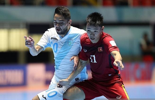 Tuyen futsal Viet Nam thang tran dau tai World Cup hinh anh
