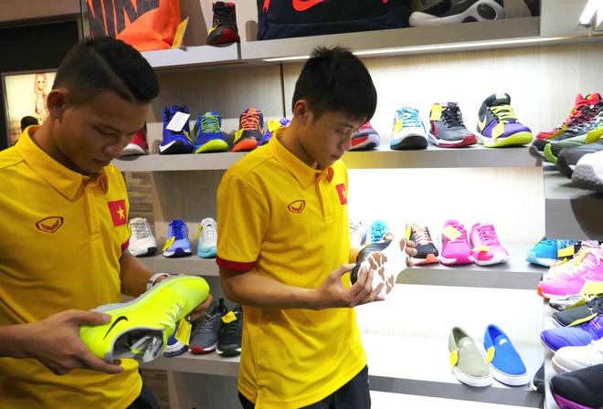 Tuyen futsal Viet Nam di mua sam cho gap Nga o vong 1/8 hinh anh
