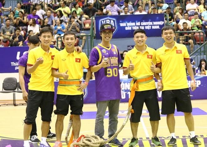 Tuyen futsal Viet Nam hao hung di xem bong ro hinh anh 2