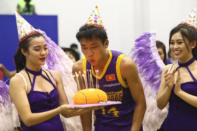 Tuyen futsal Viet Nam hao hung di xem bong ro hinh anh 5