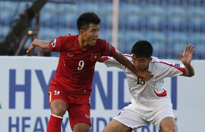 U19 Viet Nam chia se noi dau voi dong bao bi mua lu hinh anh