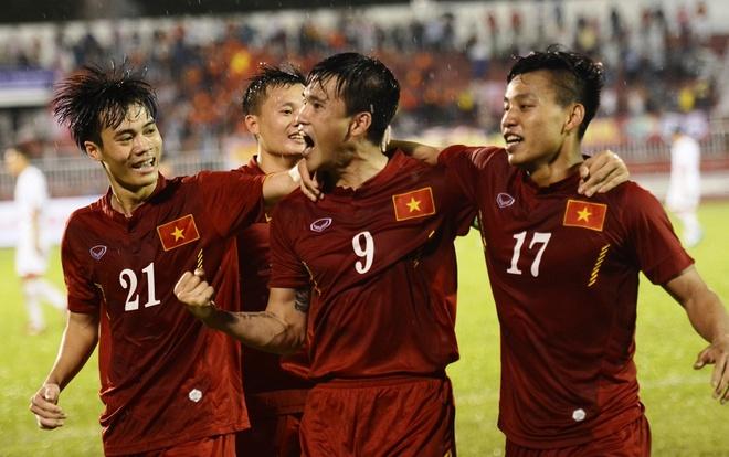 Tuyen Viet Nam vuot Thai Lan tren bang xep hang FIFA hinh anh
