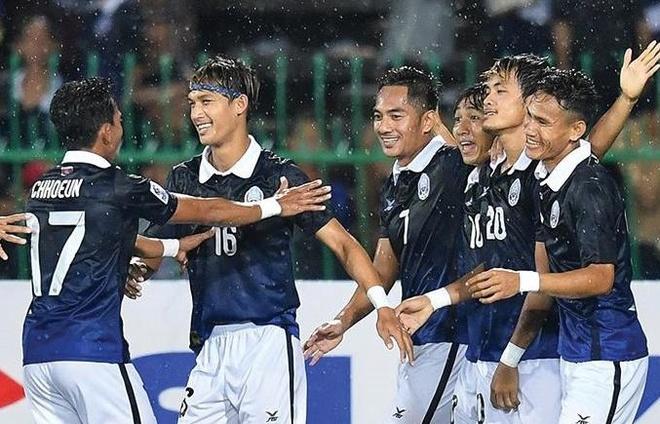 Campuchia cung bang Viet Nam tai AFF Cup hinh anh