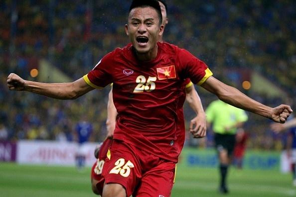 HLV Huu Thang loai 5 cau thu truoc them AFF Cup hinh anh