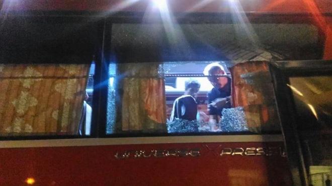 Thanh vien tuyen Indonesia do mau vi xe bus bi tan cong hinh anh 1