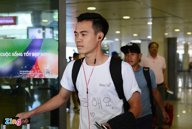 U21 Hoang Anh Gia Lai 'va vat' o san bay vi xe don tre hinh anh 9