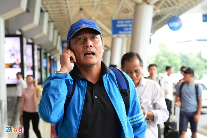 U21 Hoang Anh Gia Lai 'va vat' o san bay vi xe don tre hinh anh 2