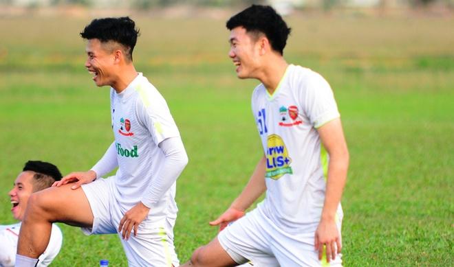 Xuan Truong tuoi cuoi chuan bi gap U21 Gangwon hinh anh