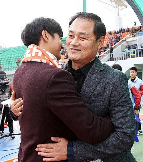 Lanh dao Gangwon FC dam bao Xuan Truong duoc thi dau hinh anh 1