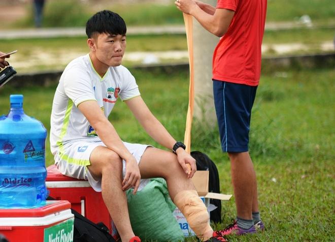 Xuan Truong chan thuong truoc ngay sang Han Quoc hinh anh