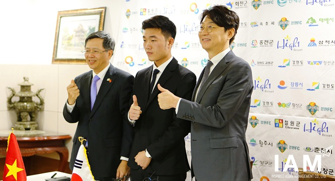Doi bong Xuan Truong cung cac CLB K.League vat va kiem tien hinh anh