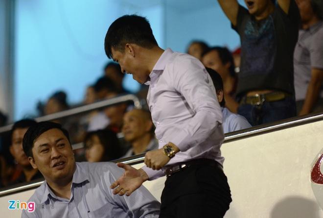 Cong Vinh cuoi rang ro khi TP.HCM thang tran o V.League hinh anh 3