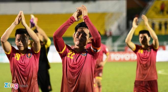 Cong Vinh cuoi rang ro khi TP.HCM thang tran o V.League hinh anh 4