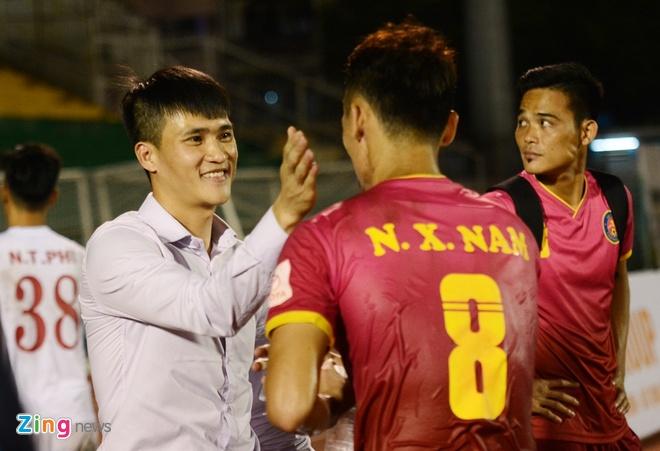 Cong Vinh cuoi rang ro khi TP.HCM thang tran o V.League hinh anh 1