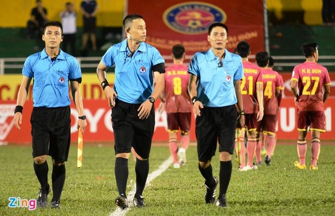 Cong Vinh cuoi rang ro khi TP.HCM thang tran o V.League hinh anh 5