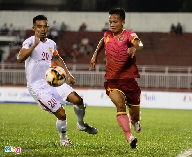 Cong Vinh cuoi rang ro khi TP.HCM thang tran o V.League hinh anh 6