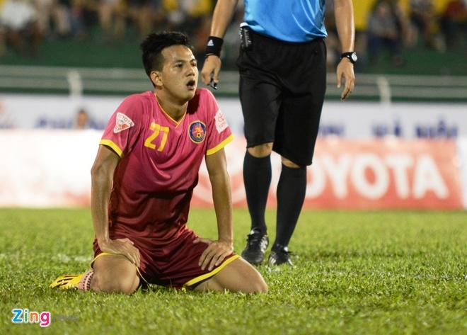 Cong Vinh cuoi rang ro khi TP.HCM thang tran o V.League hinh anh 7