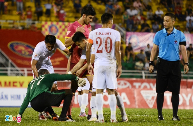 Cong Vinh cuoi rang ro khi TP.HCM thang tran o V.League hinh anh 8