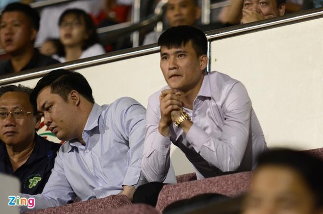 Cong Vinh cuoi rang ro khi TP.HCM thang tran o V.League hinh anh 2