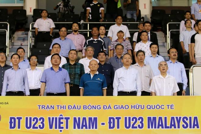 Bi thu Thang bat day an mung sieu pham cua Cong Phuong hinh anh 1