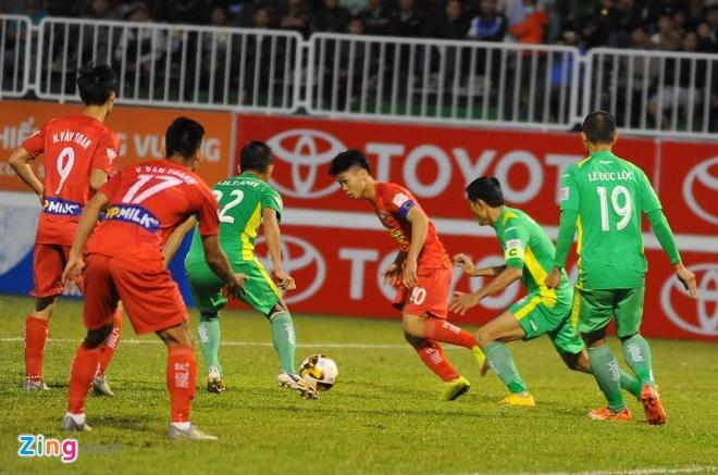 HLV HAGL: 'Cong Phuong dang lay lai cam giac thi dau' hinh anh 1