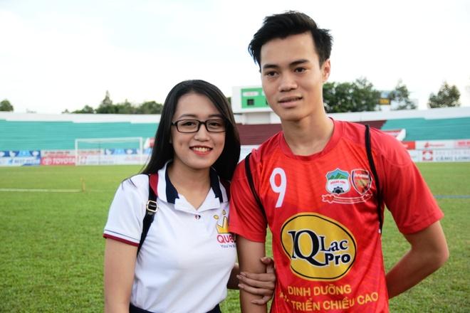 Fan nu Long An vay kin Cong Phuong, Van Toan hinh anh