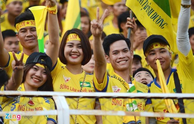 Fan nu SLNA phu vang san Thong Nhat hinh anh 2