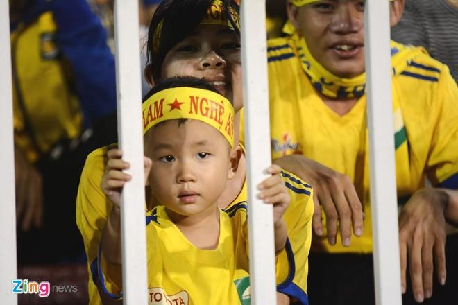 Fan nu SLNA phu vang san Thong Nhat hinh anh 6